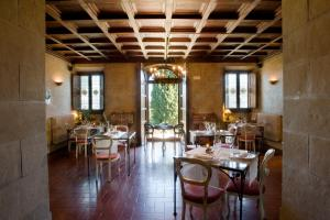 A restaurant or other place to eat at Villa Campestri Olive Oil Resort