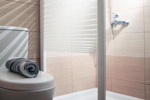 A bathroom at Krinis Apartments