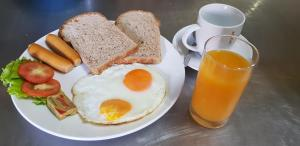 Breakfast options available to guests at Aow Leuk Grand Hill