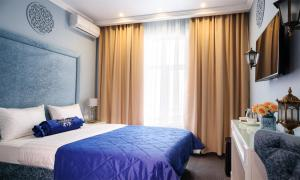 A bed or beds in a room at Hotel Kaganat
