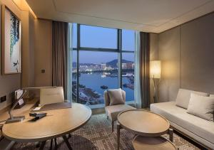 A seating area at DoubleTree By Hilton Xiamen-Haicang