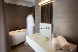 A bathroom at Maison Les Fleurines By Logis