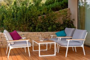 A seating area at Villa Soul Sisters