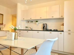 A kitchen or kitchenette at Bonjour Salt Mine Apartment