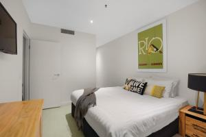 A bed or beds in a room at Melbourne Central - StayCentral