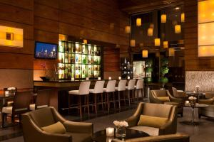 The lounge or bar area at Millennium Hilton New York Downtown