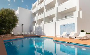 Het zwembad bij of vlak bij Hotel Palia Puerto del Sol