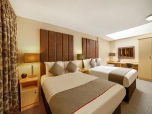 A bed or beds in a room at OYO Flagship Brentwood