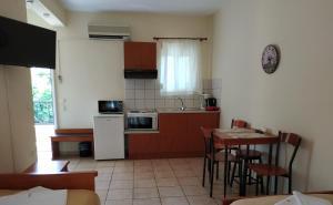 Кухня или мини-кухня в Amalia