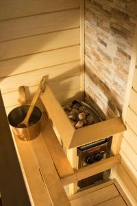 Spaa ja/või tervisekeskus majutusasutuses LiisuPesa Apartment with Sauna and Garden