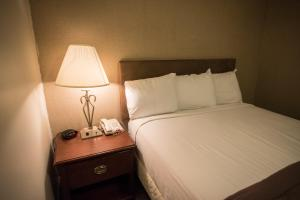A bed or beds in a room at Dunham's Bay Resort