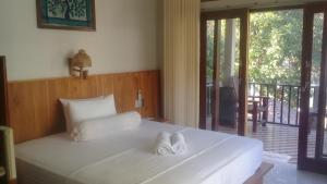 A bed or beds in a room at Kri Homestay