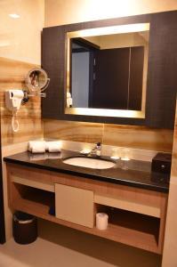 A bathroom at Nagoya Hill Hotel Batam