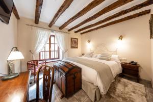 Cama o camas de una habitación en Eco luxury Hotel Masía la Mota
