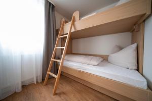 Ein Etagenbett oder Etagenbetten in einem Zimmer der Unterkunft Pflugwirts Hotel und Gasthaus