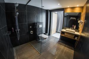 Ein Badezimmer in der Unterkunft Hotel Limanova