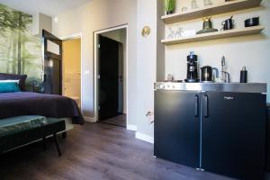 A kitchen or kitchenette at Citystays Deventer