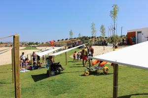 A área de jogos para crianças em Aldeia do Lago