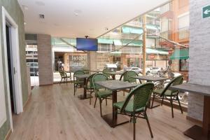 Un restaurante o sitio para comer en Hotel Castillo Benidorm