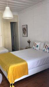 A bed or beds in a room at Cantinho do SAL