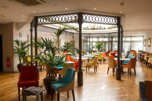 A restaurant or other place to eat at Gonville Hotel