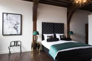 A bed or beds in a room at Boutique Hotel Steenhof Suites