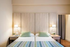 A bed or beds in a room at Intur Bonaire