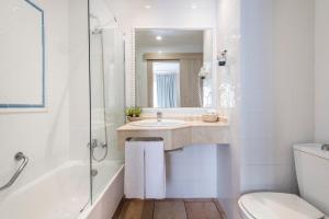 A bathroom at Intur Bonaire
