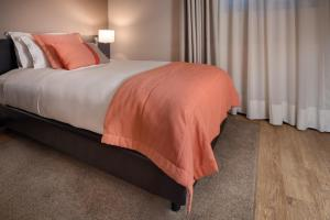 A bed or beds in a room at Hotel Aveiro Palace