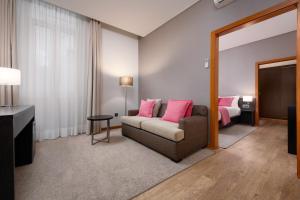 A seating area at Hotel Aveiro Palace