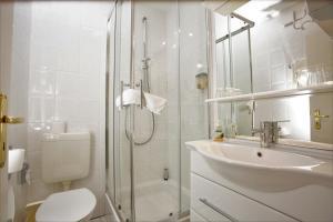 Ein Badezimmer in der Unterkunft Gästehaus Am Vogelsang