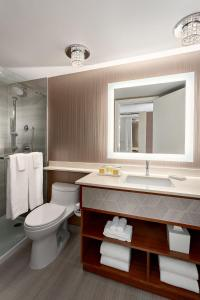 A bathroom at Auberge Vancouver Hotel