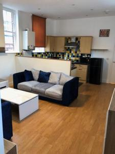 A seating area at Hill Street Apartment