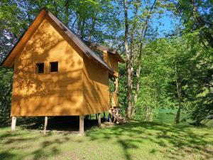 Zgrada u kojoj se nalazi kamp