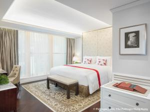 A bed or beds in a room at The Pottinger Hong Kong