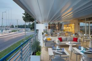 A restaurant or other place to eat at Novotel Szeged