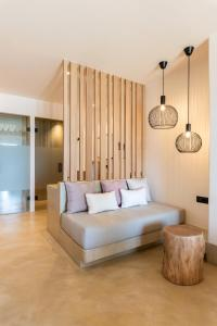 A seating area at Sea View Residence