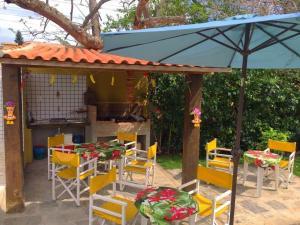 A restaurant or other place to eat at Apartamentos Portal da Ferradura