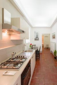 Una cocina o zona de cocina en Appartamento San Pierino 1