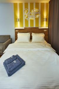A bed or beds in a room at Dobriye Sutki in Klimovsk