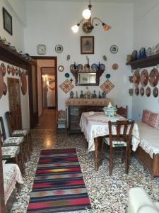 Εστιατόριο ή άλλο μέρος για φαγητό στο Manu's (Great GrandMother's) House