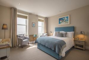 A bed or beds in a room at Sail Lofts