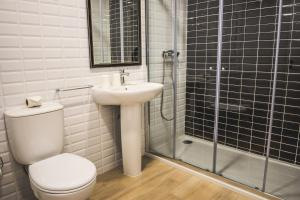A bathroom at In Barcelos Hostel & Guest House