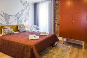 A bed or beds in a room at In Barcelos Hostel & Guest House