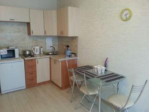 Кухня или мини-кухня в Студия в центре Сочи