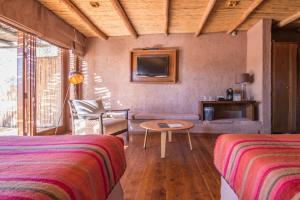 Uma área de estar em Hotel Cumbres San Pedro de Atacama