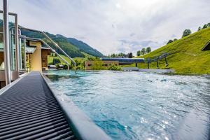 Der Swimmingpool an oder in der Nähe von Hotel Kendler