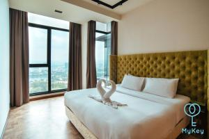 A bed or beds in a room at Expressionz Professional Suites by MyKey Global