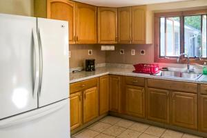 A kitchen or kitchenette at 3 Bed 1 Bath Vacation home in West Yarmouth