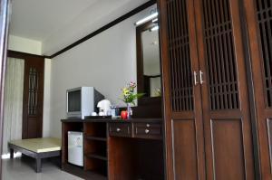 Телевизор и/или развлекательный центр в First Residence Hotel